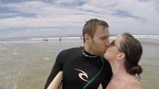 Surfers in love